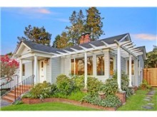 Delightful Laurelhurst cottage on a quiet dead-end street just b